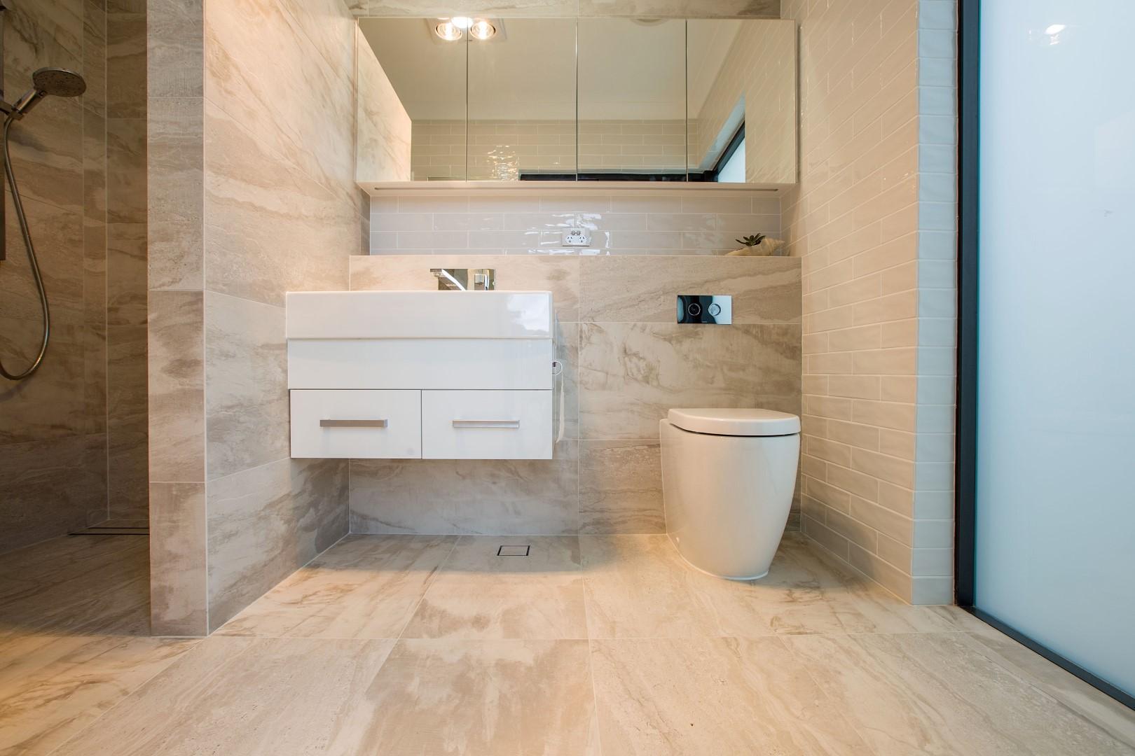 Urbane Wallfaced Rimless Suite